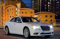 Chrysler 300C white color